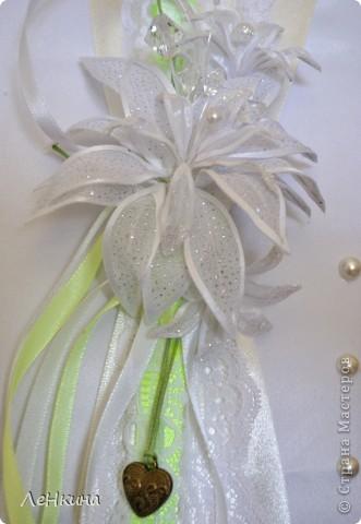 Сегодня я к вам не только с открытками, сотворенными по мотивам скрапа, но и с очередным свадебным наборчиком. Свадьба будет в лилиях и в цвете зеленого яблока! Для меня немного непривычный цвет, по этому - экспериментировала ))))  Бокалы для жениха и невесты фото 5