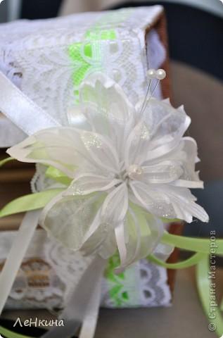Сегодня я к вам не только с открытками, сотворенными по мотивам скрапа, но и с очередным свадебным наборчиком. Свадьба будет в лилиях и в цвете зеленого яблока! Для меня немного непривычный цвет, по этому - экспериментировала ))))  Бокалы для жениха и невесты фото 7