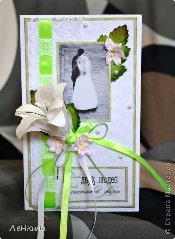 Сегодня я к вам не только с открытками, сотворенными по мотивам скрапа, но и с очередным свадебным наборчиком. Свадьба будет в лилиях и в цвете зеленого яблока! Для меня немного непривычный цвет, по этому - экспериментировала ))))  Бокалы для жениха и невесты фото 8