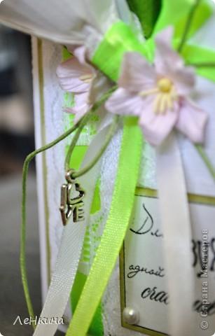 Сегодня я к вам не только с открытками, сотворенными по мотивам скрапа, но и с очередным свадебным наборчиком. Свадьба будет в лилиях и в цвете зеленого яблока! Для меня немного непривычный цвет, по этому - экспериментировала ))))  Бокалы для жениха и невесты фото 9