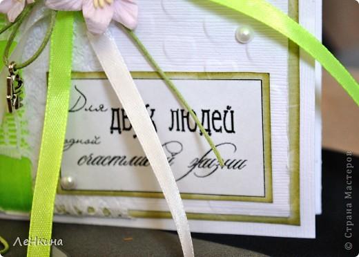 Сегодня я к вам не только с открытками, сотворенными по мотивам скрапа, но и с очередным свадебным наборчиком. Свадьба будет в лилиях и в цвете зеленого яблока! Для меня немного непривычный цвет, по этому - экспериментировала ))))  Бокалы для жениха и невесты фото 10