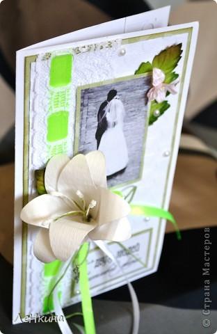 Сегодня я к вам не только с открытками, сотворенными по мотивам скрапа, но и с очередным свадебным наборчиком. Свадьба будет в лилиях и в цвете зеленого яблока! Для меня немного непривычный цвет, по этому - экспериментировала ))))  Бокалы для жениха и невесты фото 11