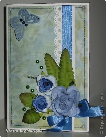 В перерыве ремонта сделала еще одну открыточку. Как же хочется все время что-то творить, скорее уж закончить оклейку обоев, покраску, перестановку мебели и т.д., и приступить спокойно к работе с моими любимыми бумажками. На этот раз получилась вот такая открыточка, зелено-голубая. Использовала скрап бумажку, атласную ленточку, цветочки, листочки, дырокольную бабочку и бордюрчик, полубусины. фото 1