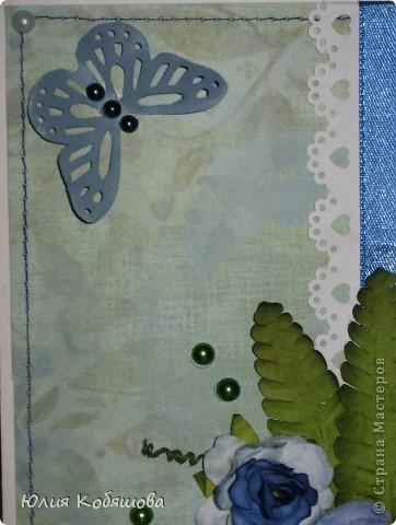 В перерыве ремонта сделала еще одну открыточку. Как же хочется все время что-то творить, скорее уж закончить оклейку обоев, покраску, перестановку мебели и т.д., и приступить спокойно к работе с моими любимыми бумажками. На этот раз получилась вот такая открыточка, зелено-голубая. Использовала скрап бумажку, атласную ленточку, цветочки, листочки, дырокольную бабочку и бордюрчик, полубусины. фото 3