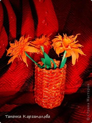 Это первая моя работа! Цветы тоже выполнены вручную из креповой бумаги. фото 1