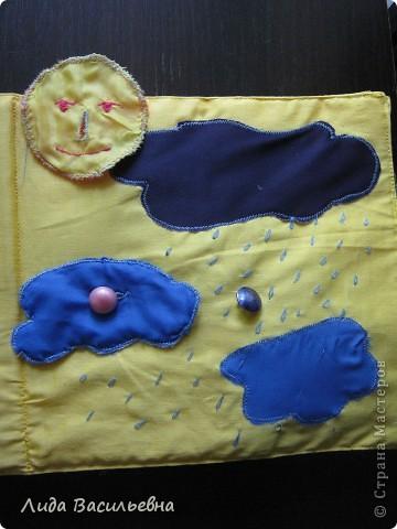 Вот такую мягкую книжку-игрушку я сшила своей младшей внучке на день рождения(25 июля). Книжка мягкая(между страничками вставлен поролончик), завязывается на бантики. На неё можно лечь, как на подушку. Надеюсь, что она понравится нашей любознательной внучке. фото 8