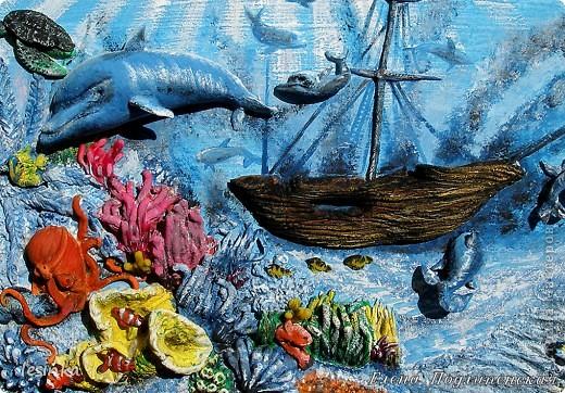 Море сказок и загадок Море синее хранит! Аромат легенд так сладок, Волшебство легенд – магнит!  Море истин, откровений, Море выдумок и тайн, Море тысяч поколений, Море сотен тысяч стран!  фото 2