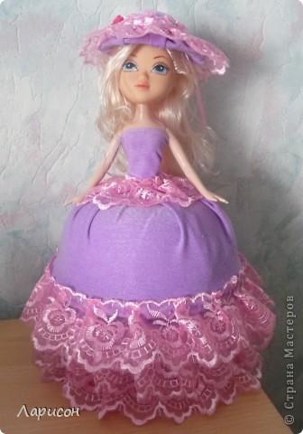 Вот такую шкатулочку сделала для  подружки Леры на день рождения.Правда кукле ещё сделали хвостик из волос и на шляпку приклеила завязочку, чтоб шляпка не слетала при открытии шкатулочки(на последнем фото) фото 1