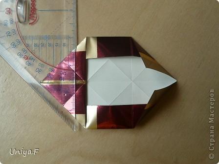 """Это- Жаклин. Почему-то она вам больше понравилась, чем Мерлин. При одинаковом размере бумаги кусудама получается меньше. Паттерн у обоих модулей одинаковый, разница только в горах-долинах.   Name: Jacqueline   Designer: Uniya Filonova  Units: 30  Paper: 10*10 cm  Final height: ~ 9,5 cm  Joint: no glue Variation of this model <a href=""""http://www.flickr.com/photos/79348234@N06/7564310502/in/photostream/"""">www.flickr.com/photos/79348234@N06/7564310502/in/photostr...</a>  модель принимала участие во флешмобе http://stranamasterov.ru/node/404901?tid=2168%2C850 фото 9"""