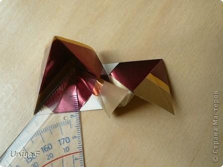 """Это- Жаклин. Почему-то она вам больше понравилась, чем Мерлин. При одинаковом размере бумаги кусудама получается меньше. Паттерн у обоих модулей одинаковый, разница только в горах-долинах.   Name: Jacqueline   Designer: Uniya Filonova  Units: 30  Paper: 10*10 cm  Final height: ~ 9,5 cm  Joint: no glue Variation of this model <a href=""""http://www.flickr.com/photos/79348234@N06/7564310502/in/photostream/"""">www.flickr.com/photos/79348234@N06/7564310502/in/photostr...</a>  модель принимала участие во флешмобе http://stranamasterov.ru/node/404901?tid=2168%2C850 фото 11"""