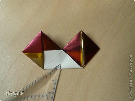 """Это- Жаклин. Почему-то она вам больше понравилась, чем Мерлин. При одинаковом размере бумаги кусудама получается меньше. Паттерн у обоих модулей одинаковый, разница только в горах-долинах.   Name: Jacqueline   Designer: Uniya Filonova  Units: 30  Paper: 10*10 cm  Final height: ~ 9,5 cm  Joint: no glue Variation of this model <a href=""""http://www.flickr.com/photos/79348234@N06/7564310502/in/photostream/"""">www.flickr.com/photos/79348234@N06/7564310502/in/photostr...</a>  модель принимала участие во флешмобе http://stranamasterov.ru/node/404901?tid=2168%2C850 фото 12"""