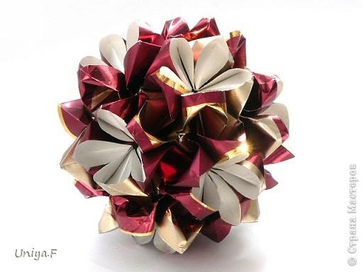 """Это- Жаклин. Почему-то она вам больше понравилась, чем Мерлин. При одинаковом размере бумаги кусудама получается меньше. Паттерн у обоих модулей одинаковый, разница только в горах-долинах.   Name: Jacqueline   Designer: Uniya Filonova  Units: 30  Paper: 10*10 cm  Final height: ~ 9,5 cm  Joint: no glue Variation of this model <a href=""""http://www.flickr.com/photos/79348234@N06/7564310502/in/photostream/"""">www.flickr.com/photos/79348234@N06/7564310502/in/photostr...</a>  модель принимала участие во флешмобе http://stranamasterov.ru/node/404901?tid=2168%2C850 фото 1"""