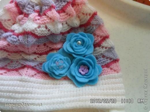 Дело было вечером.... цветочек из флиса сердцевина из сеточки. Делала для доченьки на беретку. фото 10