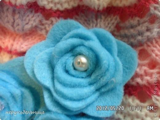 Дело было вечером.... цветочек из флиса сердцевина из сеточки. Делала для доченьки на беретку. фото 12