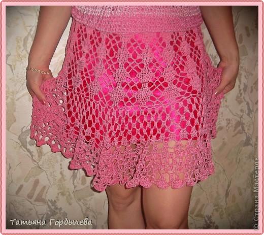 Да, этим летом у меня бурная юбкомания!!!!!! Спасибо нашей Ирине Голубке!!!!!Не так давно связала розовый топик дочке и вот можно быстро связать и юбочку, тем более такой повод, да и откладывать нет времени. фото 12