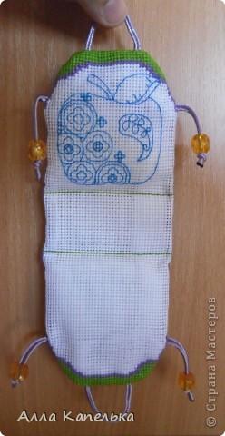 Заразилась идеей сумочки-игольницы http://stranamasterov.ru/node/138109 Спокойно дождаться не могла, когда возьмусь за дело. Всю работу забросила ради нее. Пару дней (да дней, а не вечеров!) и она готова!  Я, наверное, совсем с ума сошла, раз для своих иголочек и булавочек сделала такую игольницу. фото 8