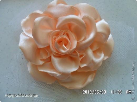 Дело было вечером.... цветочек из флиса сердцевина из сеточки. Делала для доченьки на беретку. фото 7