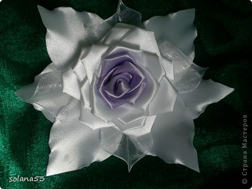 Цветочек делала к первому сентябру,так как у меня мальчик подарю крестнице,пусть будет самой нарядной)))) фото 2