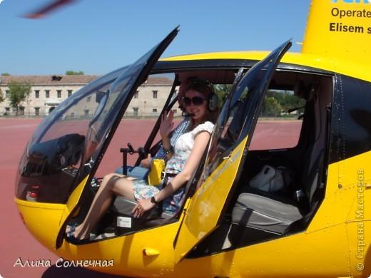 В начале июля я побывала в Италии. Это был прекрасный отдых! Но больше всего мне запомнился полет на маленьком вертолете над прекрасной Венецией. Наверное, многие видели каналы Венеции, а вот сверху...Давайте посмотрим вместе) От винта! фото 1