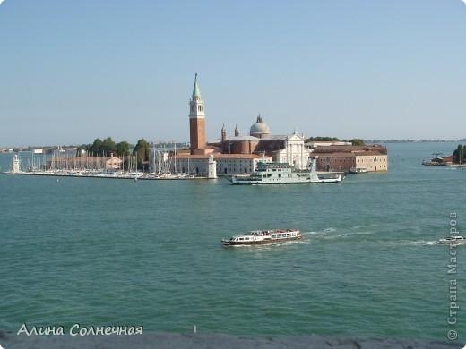 В начале июля я побывала в Италии. Это был прекрасный отдых! Но больше всего мне запомнился полет на маленьком вертолете над прекрасной Венецией. Наверное, многие видели каналы Венеции, а вот сверху...Давайте посмотрим вместе) От винта! фото 7