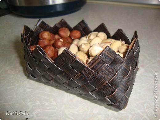 Купила готовый набор и по инструкции сплела сухарницу, в которую положила орешки))) фото 1