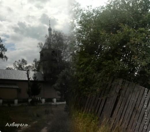 Мы сегодня катались на велосипеде. Мама, папа, дочка. И конечно поехали в наше любимое место. Это деревня Рудня-Никитское. Старинная деревня. И в ней старая Церковь Рождества Богородицы. Ей более 300 лет. А деревня наверное старше. Церковь в архитектурном плане не затейлевая, даже хочется сказать строгая. Мне она очень нравится. Посмотрите. Ехали мы туда по замечательной лесной дороге. фото 18
