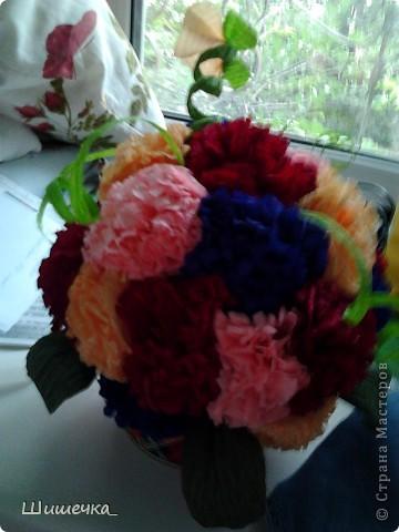 Благодаря этому мк http://stranamasterov.ru/node/275438?c=favorite за несколько часов я сделала симпотичный подарок для подруги, спасибо за идею огромное! Цветочки разного цвета не случайно... в интерьере квартиры обладательницы букетика встречается фиолетовый и бордовый цвет... а нежно-розовыми и жёлтыми цветочками букет разбавлен для того, чтобы не быть мрачноватым и вульгарным что ли... фото 5
