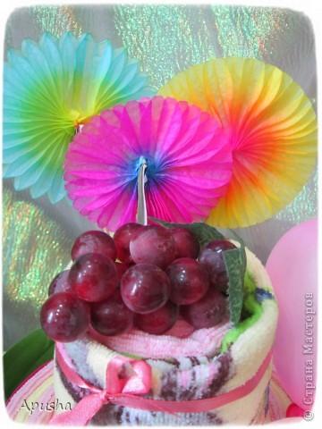 Вот такой тортик из полотенец я помогала делать маме на день рождения её коллеги по работе. фото 2