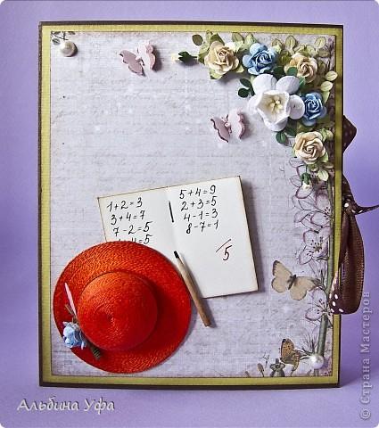 Доброго дня всем жителям СМ!!!!Пока осталось немного времени до начала учебного года,решила потихоньку готовиться к дню учителя.Давно хотелось попробовать сделать такие коробочки-книжки,два в одном и открыточка и упаковочка.Делала вот по этому МК    http://iruuuha.blogspot.com/2012/01/blog-post_20.html   ,единственное увеличила в размерах, получилось 13 см на 16 см.Спросите почему шляпки в декоре,у меня две ассоциации по этому поводу:ну во первых,как прекрасно Вы знаете,что большинство работников образования это женщины,хотелось привнести какой- нибудь женский аксессуар, а во-вторых как бы помпезно не звучало,но я действительно преклоняюсь перед их тяжелейшим трудом и снимаю шляпу.Может примитивно и не логично,но это моё мнение. фото 8