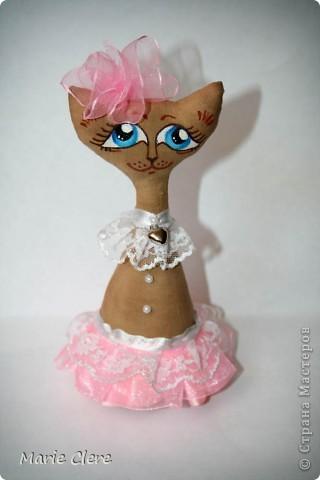 Доброго времени суток ))) И снова кот!!! Эту кошечку-леди делала подружке на ДР. Очень надеюсь, что понравится. Рост - 17 см (без бантика))) фото 1