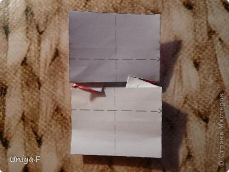 Опять я.  Модуль этой кусудамы получился, мягко говоря, странным. Но мне понравился. Если бы я могла предположить, что потом возникнут ассоциации с рыбками и плавниками, то и бумагу подобрала бы другую. А так уж, как получилось.  За предложенное название спасибо Маше Гуменюк.  Name: Delfino Designer: Uniya Filonova  Units: 30 Paper: 3,5*10,5 cm (1:3) Final height: ~ 9 cm  Joint: no glue фото 15