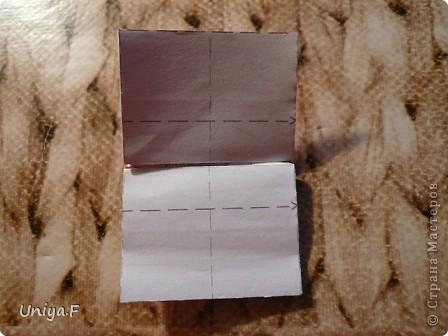 Опять я.  Модуль этой кусудамы получился, мягко говоря, странным. Но мне понравился. Если бы я могла предположить, что потом возникнут ассоциации с рыбками и плавниками, то и бумагу подобрала бы другую. А так уж, как получилось.  За предложенное название спасибо Маше Гуменюк.  Name: Delfino Designer: Uniya Filonova  Units: 30 Paper: 3,5*10,5 cm (1:3) Final height: ~ 9 cm  Joint: no glue фото 16