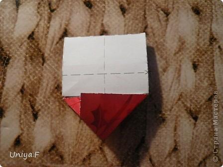 Опять я.  Модуль этой кусудамы получился, мягко говоря, странным. Но мне понравился. Если бы я могла предположить, что потом возникнут ассоциации с рыбками и плавниками, то и бумагу подобрала бы другую. А так уж, как получилось.  За предложенное название спасибо Маше Гуменюк.  Name: Delfino Designer: Uniya Filonova  Units: 30 Paper: 3,5*10,5 cm (1:3) Final height: ~ 9 cm  Joint: no glue фото 18