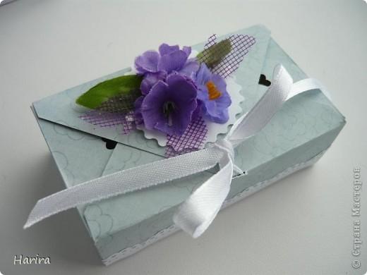 Добрый вечер! Сегодня я хочу поделиться идеей изготовления  «ленивых»  коробочек с теми, кто не любит чертить. Это коробочка для денежного подарка: так она выглядит снаружи.  фото 19