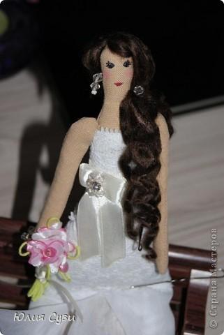Вот такую невесту я сшила на свадьбу подруге) (жених в процессе) Хочу поделиться своим способом изготовления подобных кукол. Это мой первый мастер-класс поэтому не судите строго) фото 64