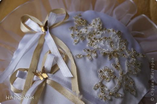 Добрый вечер!представляю вам подушечку для колец, которую я делала подруги на свадьбу, надеюсь ей понравится)))) фото 3