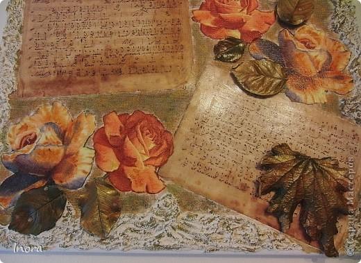 До осени ещё далеко, но когда-нибудь она всё же наступит...   На холст наклеила при помощи ПВА канву для вышивки, затем декупажную карту с нотами и розы - салфетка, листья - это гипсовые отливки листьев роз и анемоны осенней (листья похожи чем-то на кленовые), по краям - структурная паста.  фото 2