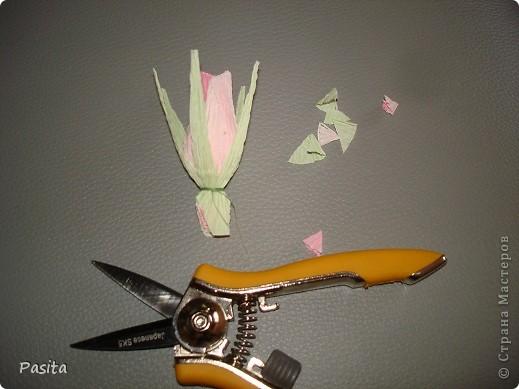 Девочки! По вашим просьбам показываю как я мастерю свои цветочки. Пока только бутон. Надеюсь пригодится! Сама училась делать вот по этому МК http://stranamasterov.ru/node/354568?c=favorite Спасибо большое Мастеру!!! Оч. много фото. Если что-то будет непонятно - напишите , будем разбираться вместе. фото 14