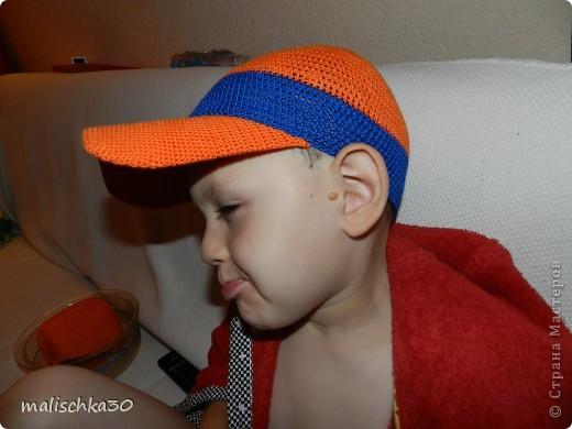 Сынуля выбражает в новой кепке -бейсболке фото 1