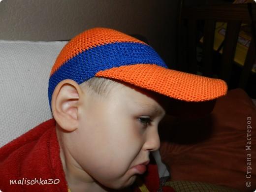 Сынуля выбражает в новой кепке -бейсболке фото 2