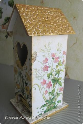 Здравствуйте, дорогие мастерицы и мастера. Наконец - то я сделала чайный домик( в подарок близким людям). Делала первый раз, поэтому прошу совета: как оформляется внутри домика, красится определенным цветом или остается дерево не крашенным? фото 5
