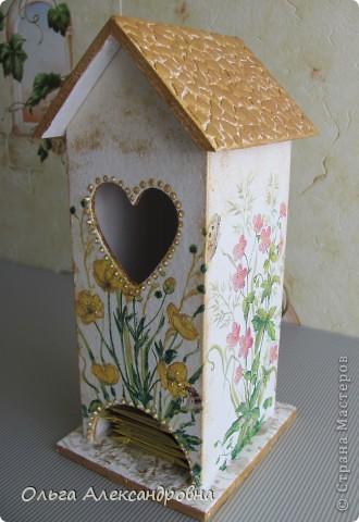 Здравствуйте, дорогие мастерицы и мастера. Наконец - то я сделала чайный домик( в подарок близким людям). Делала первый раз, поэтому прошу совета: как оформляется внутри домика, красится определенным цветом или остается дерево не крашенным? фото 1
