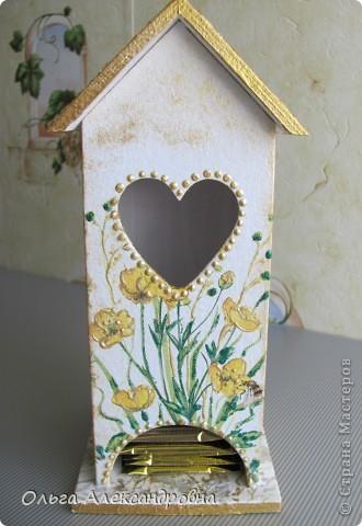 Здравствуйте, дорогие мастерицы и мастера. Наконец - то я сделала чайный домик( в подарок близким людям). Делала первый раз, поэтому прошу совета: как оформляется внутри домика, красится определенным цветом или остается дерево не крашенным? фото 6