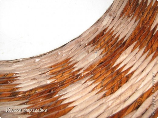 Вторая плетенка из этой серии. Трубочки покрашены водной морилкой мокко и орех, сверху на 2 раза лаком на водной основе. Высота - 15 см. фото 5