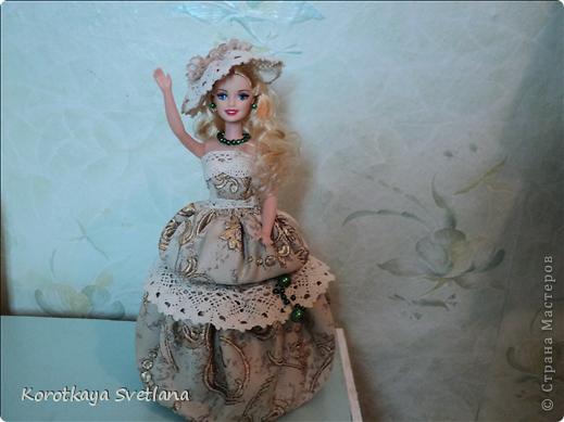 """Вот и еще кукла - шкатулка. В основе сама кукла, стакан из под сметаны, картон, синтепон (это невидимая часть """"айсберга""""), ткань, кружева, бусины. Работа по принципу шкатулки-тыквы (показывала раньше в работах). Мне так легче делать. фото 1"""