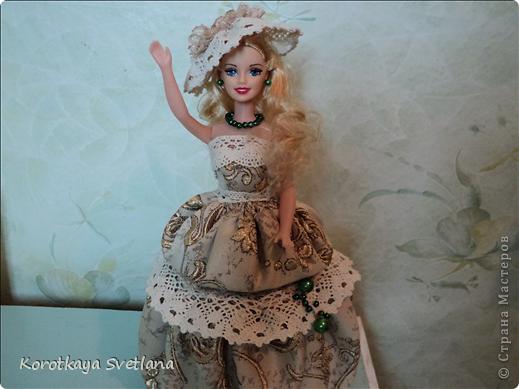 """Вот и еще кукла - шкатулка. В основе сама кукла, стакан из под сметаны, картон, синтепон (это невидимая часть """"айсберга""""), ткань, кружева, бусины. Работа по принципу шкатулки-тыквы (показывала раньше в работах). Мне так легче делать. фото 9"""