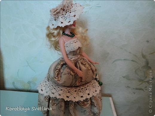 """Вот и еще кукла - шкатулка. В основе сама кукла, стакан из под сметаны, картон, синтепон (это невидимая часть """"айсберга""""), ткань, кружева, бусины. Работа по принципу шкатулки-тыквы (показывала раньше в работах). Мне так легче делать. фото 2"""