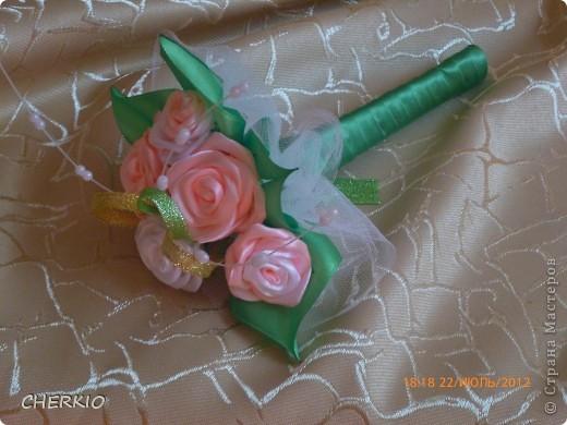 Насмотрелась на работы мастеров и решила попробовать сама сделать букет- дублёр для невесты.получился вот такой букет. фото 4