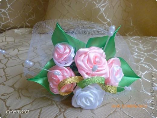 Насмотрелась на работы мастеров и решила попробовать сама сделать букет- дублёр для невесты.получился вот такой букет. фото 5