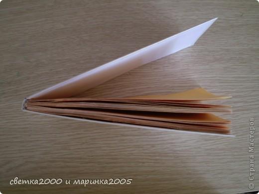 """Для блокнота мне понадобились:  бумага (плотная и неплотная), клей """"Момент"""", нитки толстые, ножницы, карандаш, линейка, ластик, чёрный фломастер, гелиевая ручка. фото 5"""
